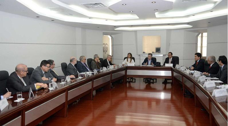 El fortalecimiento del programa 'Ser Pilo Paga' fue uno de los temas tratados durante la reunión del Presidente Juan Manuel Santos; la Ministra de Educación y el Secretario General de la Presidencia con rectores de las universidades del país.